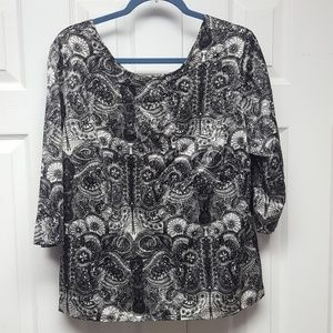 Half-sleeve black and white paisley blouse